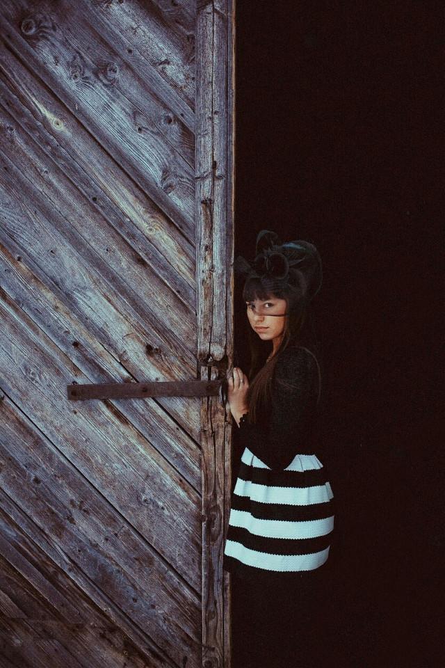 #FreeToEdit  #photography  #природа  #мило  #девушка  #дверь  #барак #чернобелое  #girl #black & white  #beautiful